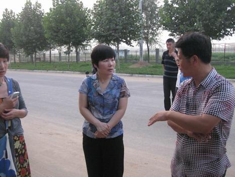 8月6日,川汇区委常委、统战部长王琳到产业集聚区视察河南久通电缆有限公司项目工程进展情况